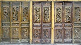 中式木墙门窗及传统图案雕花