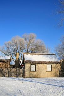 东北雪乡雾凇岛民居土房子