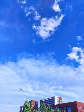 校园楼顶蓝天