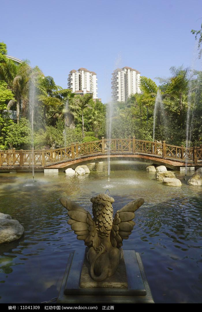 小桥流水喷泉雕塑图片
