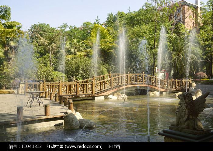 住宅楼盘小桥流水喷泉水景园林 图片