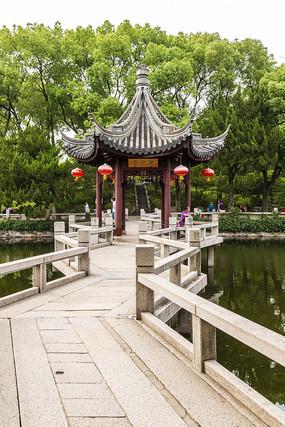 上海古猗园湖心亭