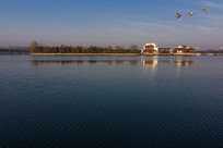 水边古典建筑风光