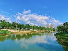 碧水蓝天城市风光