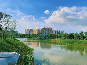 碧水蓝天城市建筑摄影