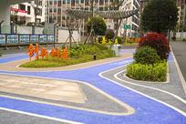 校园彩色道路和励志宣传标语