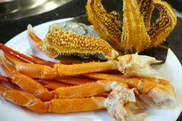 一盘海鲜火锅食材