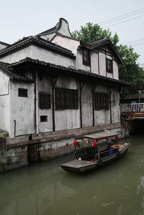 枫泾古镇游船竖构图
