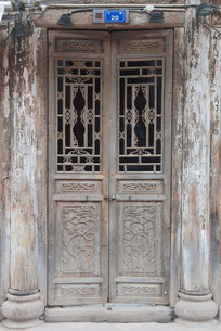 成都洛带古镇传统雕花木门