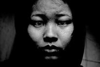 女性脸部黑白图-视