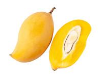 一个完整芒果和半个切开的芒果