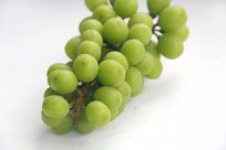 白色背景绿葡萄