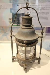 花鸟山灯塔煤油灯器