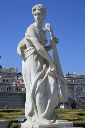 拉提琴的少女欧洲人物雕像