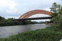 桥下的湖水