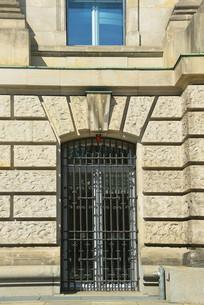德国柏林国会大厦外墙铁门