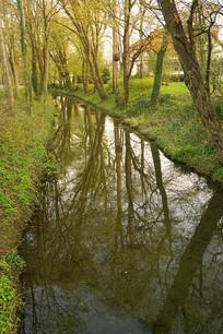德国哈默尔恩清晨的小河