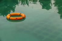 水中救生圈