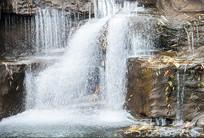 溪流瀑布图