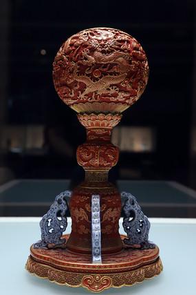 仿雕漆描金双龙戏珠纹冠架