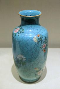 乾隆款松石粉彩花卉瓷瓶