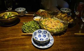 一桌风味独特的越南菜