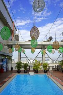 越南西贡宾馆楼顶的露天游泳池