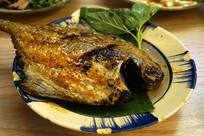 越南菜油炸鲳鱼