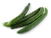 白背景上的绿色蔬菜黄瓜