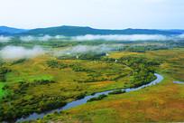 大兴安岭卡鲁奔湿地河湾云雾