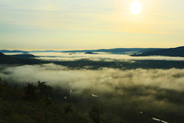 山谷云雾朝阳风景