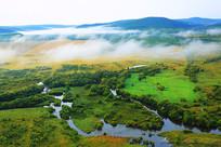 湿地河湾晨雾风景