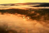湿地河湾云雾朝阳