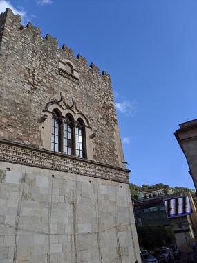 意大利陶尔米纳城堡群一角