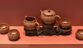 紫砂茶壶与茶杯