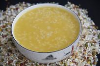 香喷喷小米粥
