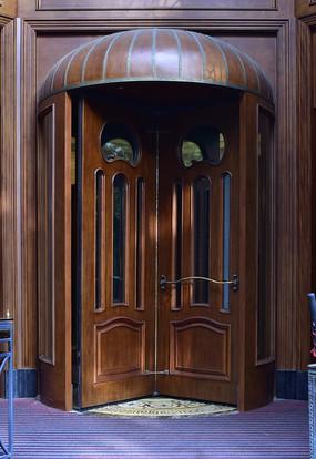 古典欧式风格的木门