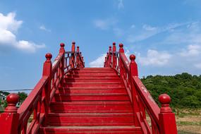 红色木拱桥