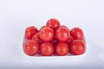 盘中红色小番茄