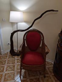 沙发与根雕
