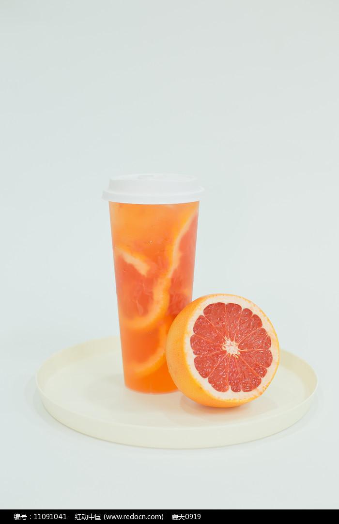 满杯葡萄柚图片