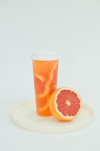 满杯葡萄柚