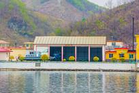 上河口船艇库与河岸山谷