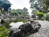 假山与池塘与石路