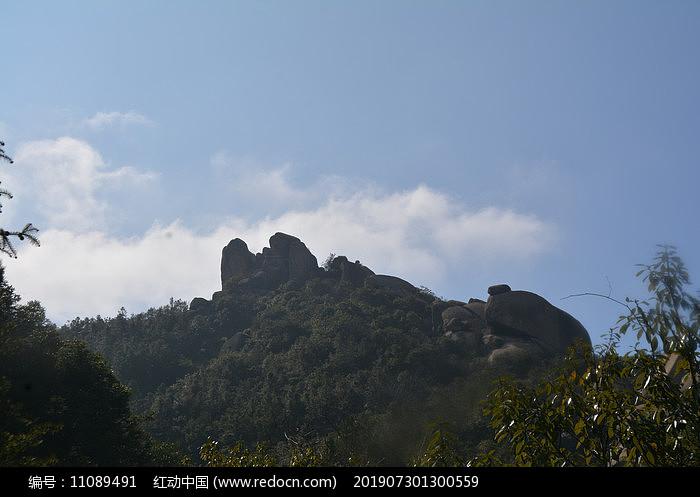灵山上的奇石图片