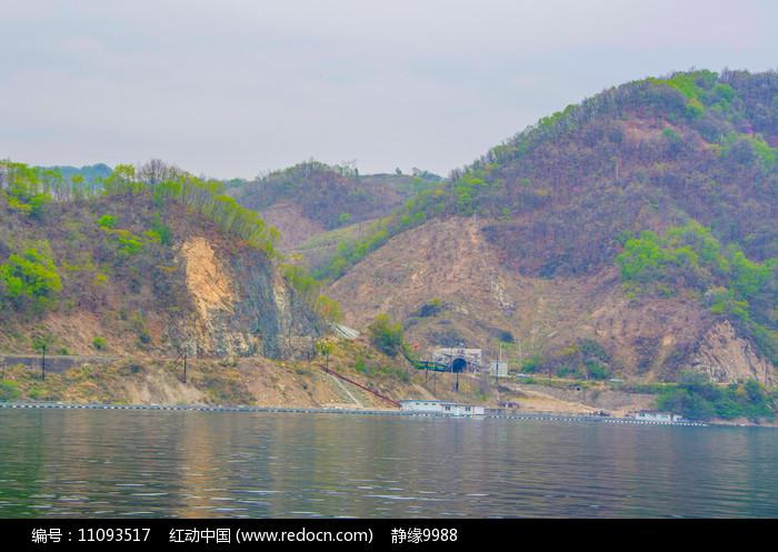 上河口铁路隧道口与山谷图片