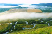 大兴安岭湿地河湾云雾