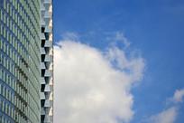 大厦与蓝天白云