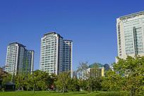 韩国城市高楼和公园绿地