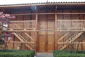 木质房屋大门